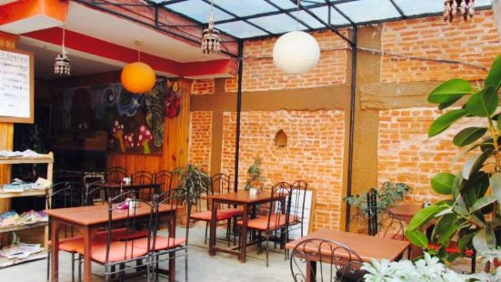 Revolution Cafe & Restaurant