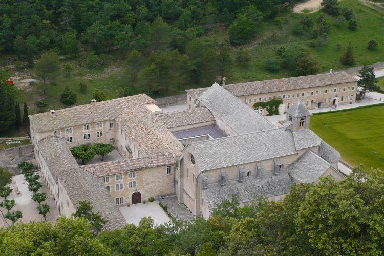 Abbaye Notre-Dame de Senanque3