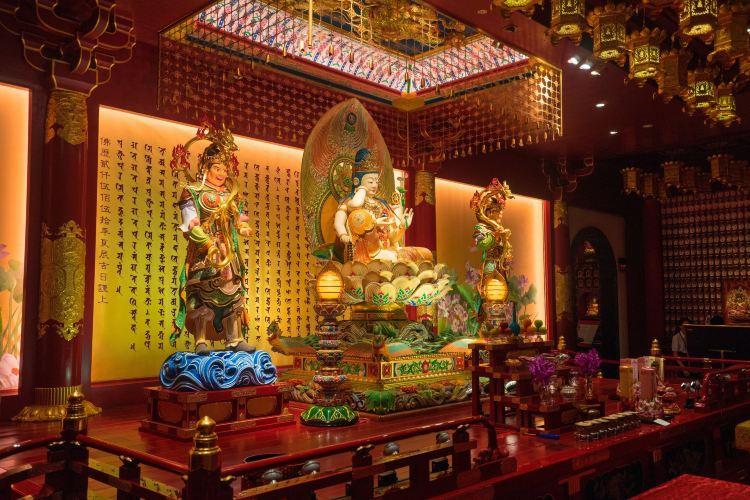 Buddha Tooth Relic Temple4