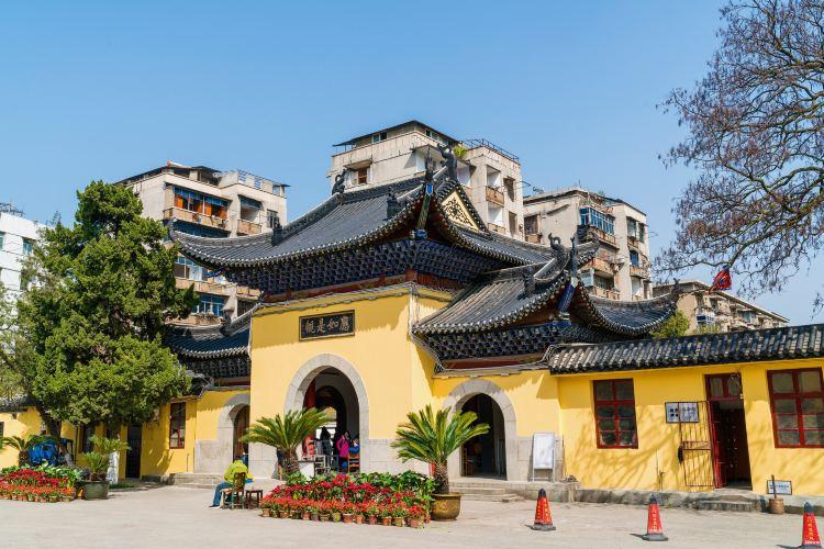 Guiyuan Temple2