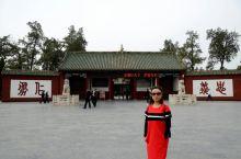 关林庙因埋葬着蜀汉名将关羽的首级而得名。乾隆年在原汉代关庙原址所扩建的。系上平安符,求关二爷保佑!