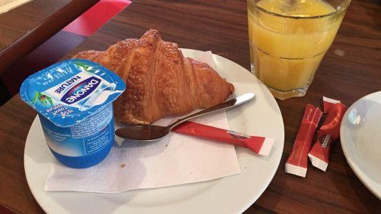 Cafe Chez Gaston