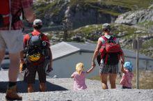 户外教育从娃娃抓起——瑞士两岁半的登山娃