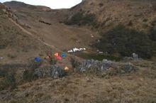 轿顶山简介  轿顶山位于汉源县皇木办事处境内,轿顶山为大相岭山脉东段余脉,呈南北 走向,周围75平方
