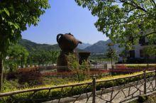 龙头村是陕西省 安康 平利县2009年开建的移民搬迁新村,漂亮的徽派建筑,淳朴的民风民俗,使它赢得了