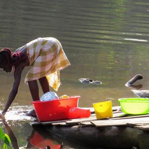 苏里南游记图文-河畔的黑人村落