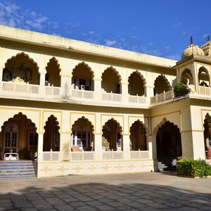 斋浦尔游记图文-【加游站】斋普尔比绍皇宫酒店-古堡里感受印度繁华