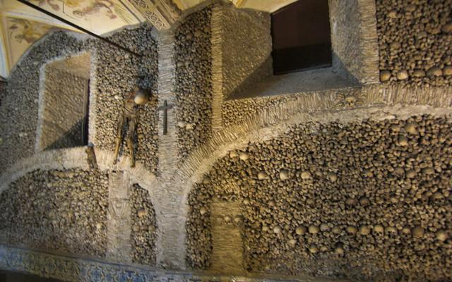 葡萄牙埃武拉人骨教堂