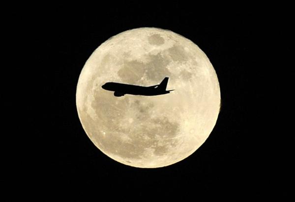 赏月,在三万英尺的夜空