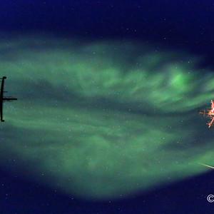 格陵兰游记图文-寒冷黑夜中的舞动色彩 北纬70度格陵兰岛峡湾看北极光