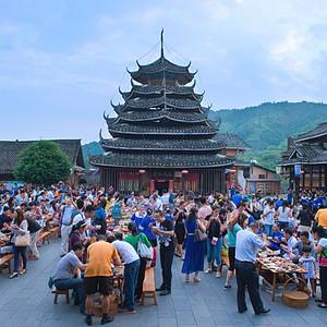 三江游记图文-广西柳州·侗族大寨内壮观的百家宴