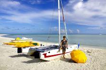 美丽的哈库拉岛提供了神奇的马尔代夫体验,这里远离城市喧闹而忙碌的生活,到处洋溢着轻松的气氛;这里有着