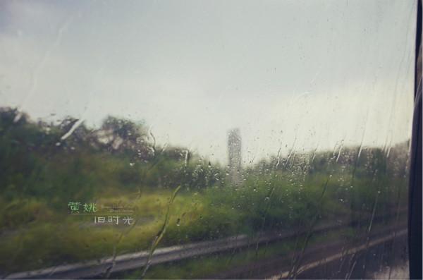 昨天有跟妹妹去看了《被偷走的那五年》,从影院出来回家的路上,心里的阴郁渲染放大地像是雨果笔下那个沐浴在灰色细雨里的巴黎。