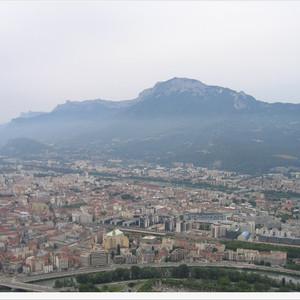 伊泽尔游记图文-雪山下的法国小城