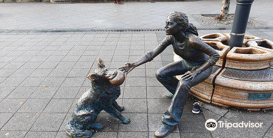 """""""Girl With Her Dog"""" Statue3"""