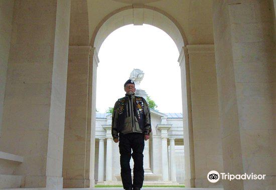 Faubourg-d'Amiens Cemetery1
