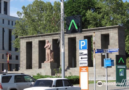 Stepan Shahumyan Statue4