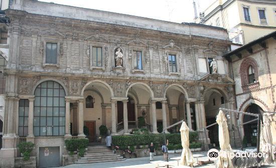 Piazza Mercanti4