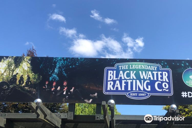 The Legendary Black Water Rafting Co4