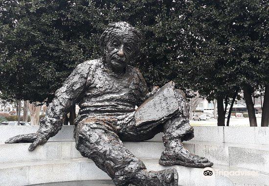 Albert Einstein Memorial3