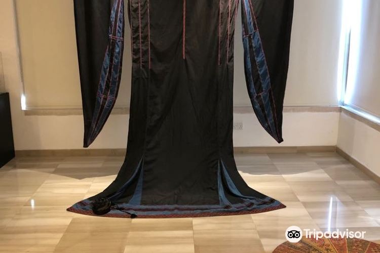 TIRAZ Widad Kawar Home for Arab Dress3