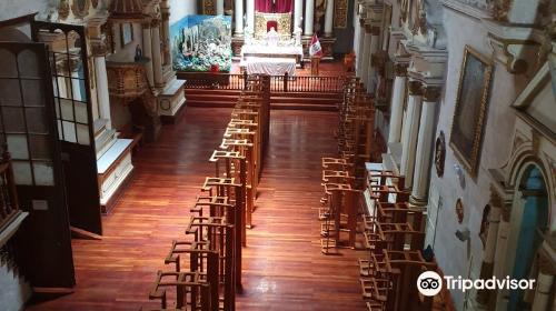 サンタ・テレサ修道院と植民地期美術館