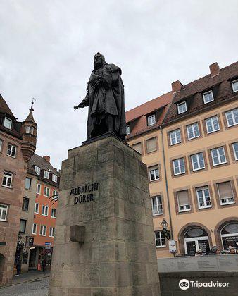 Albrecht Durer Statue4