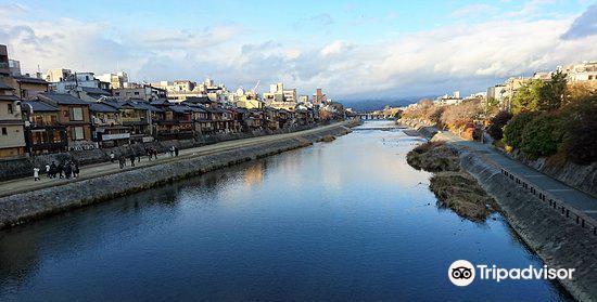 Shijo Bridge1