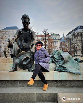 Sitting Statue of Attila József3