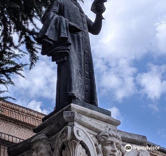 Lope de Vega Statue3