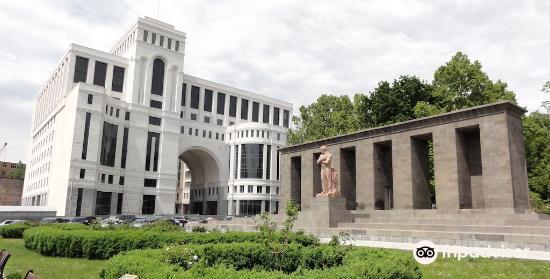 Stepan Shahumyan Statue2