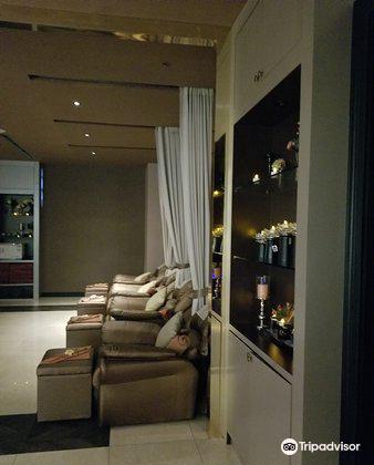 Grand Massage and Spa
