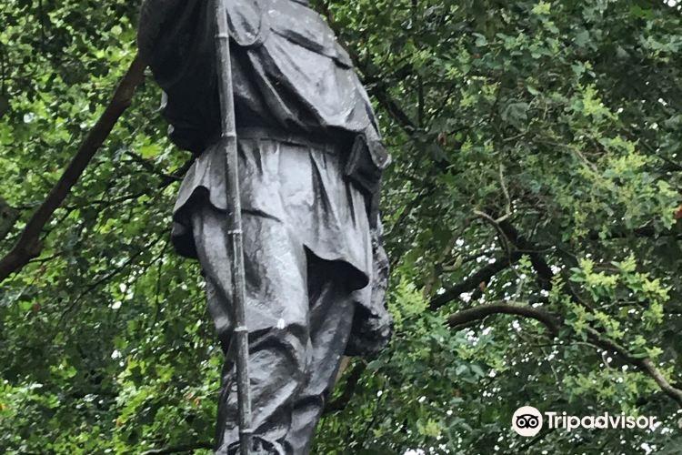 Statue of Scott2