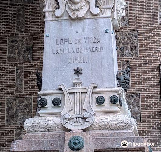 Lope de Vega Statue4