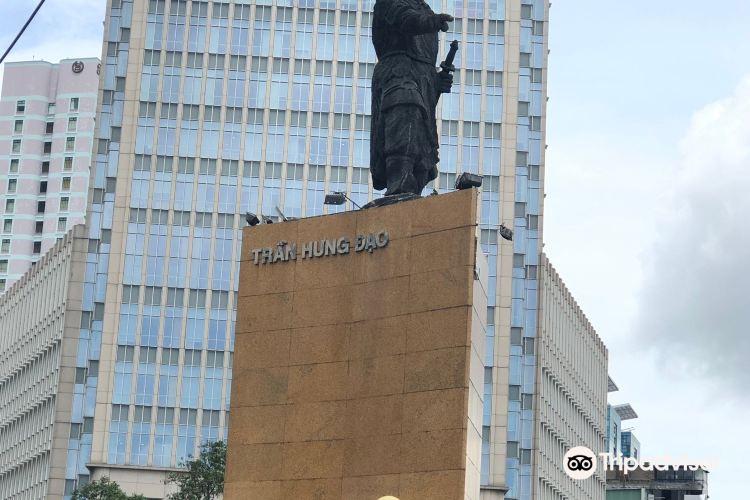 Tran Hung Dao Statue2