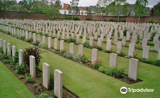 Faubourg-d'Amiens Cemetery2