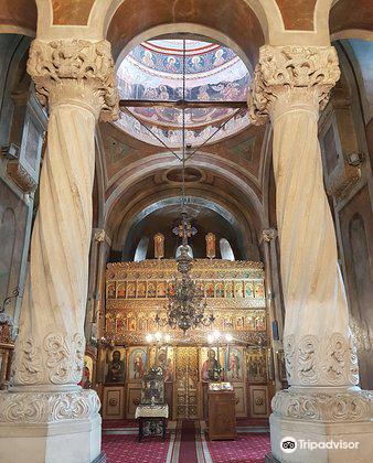 Biserica Coltea1