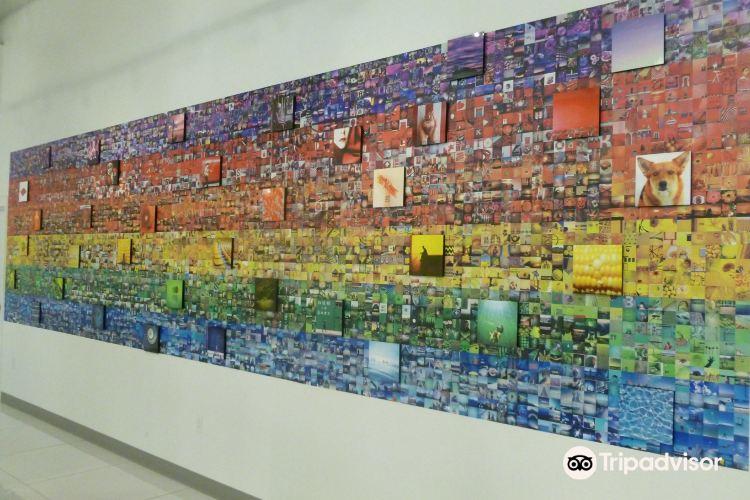 Polaroid Fotobar and Museum2