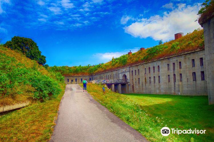 Fort Warren1
