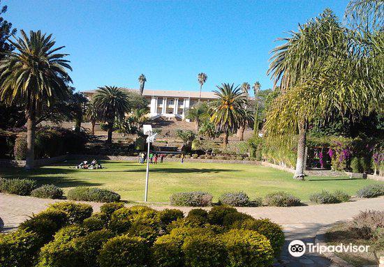 Parliament Gardens2