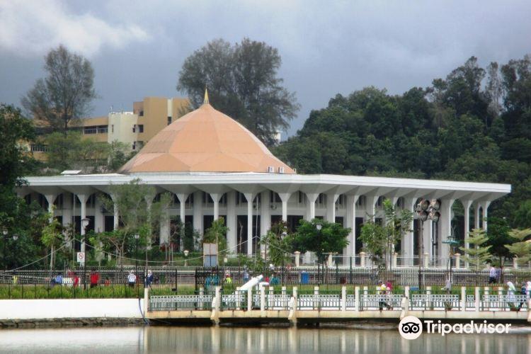 The Brunei Supreme Court Building1