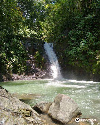 Uvita Waterfall2