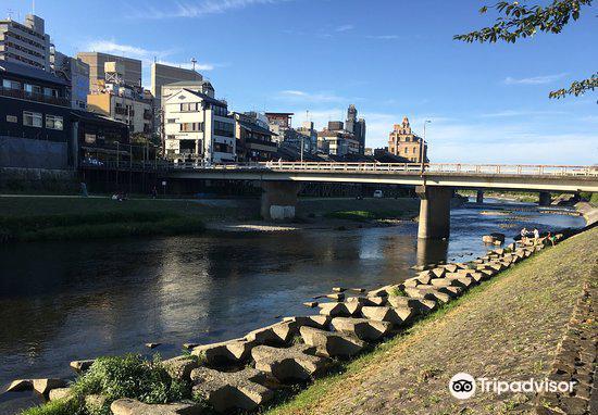 Shijo Bridge3