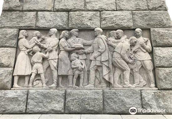 Alyosha Soviet Army Memorial3