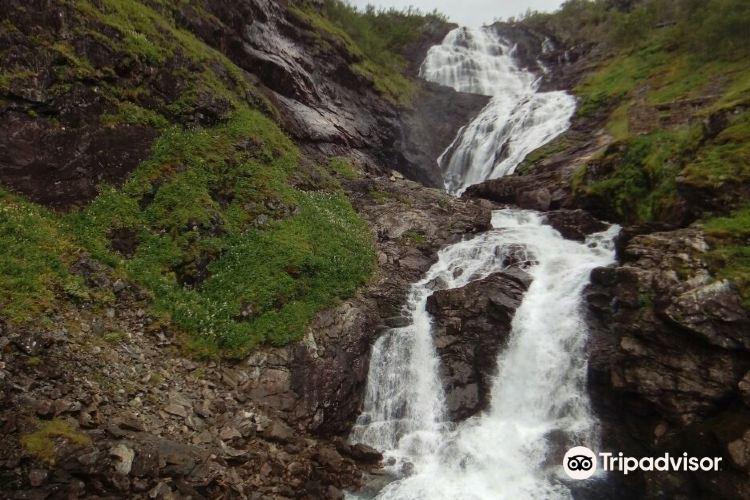 Kjelfossen Waterfall2