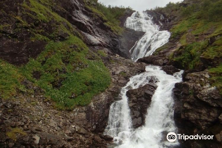 Kjelfossen Waterfall3