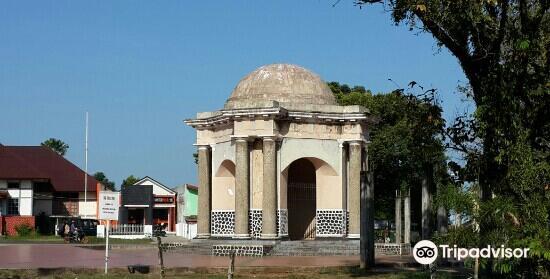 Thomas Parr Monument3