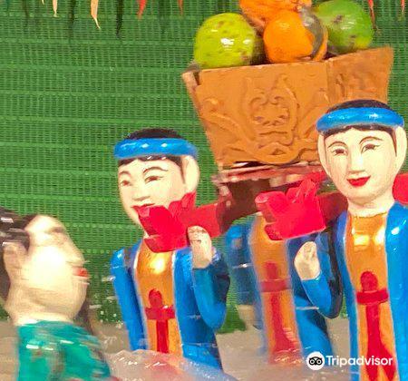 Water puppet show at Thao Dien Village3