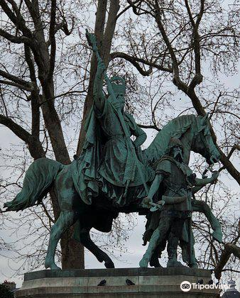 Equestrian Statue of Charlemagne1