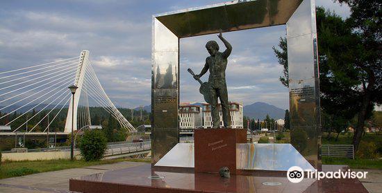 Vladimir Vysotsky Monument4